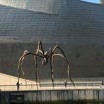 Jakobsweg Kuestenweg Mother vor dem Guggenheimmuseum