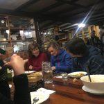 Spanien Jakobsweg Herberge Padre Ernesto gemeinsames Abendessen